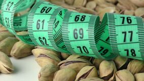La vista di macro di misura e del pistacchio archivi video