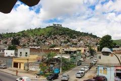 La vista di Morro fa il favela di Juramento in Rio de Janeiro Immagine Stock
