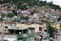 La vista di Morro fa il favela di Juramento in Rio de Janeiro Fotografia Stock Libera da Diritti
