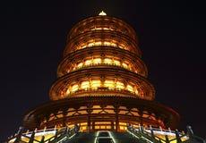 La vista di notte della pagoda di buddismo cinese antico Immagini Stock