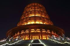 La vista di notte della pagoda di buddismo cinese antico Fotografia Stock
