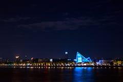 La vista di notte di alta zona residenziale sul fiume delle Perle, Canton, Cina Immagine Stock Libera da Diritti