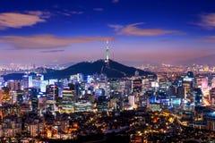La vista di paesaggio urbano del centro e Seoul si elevano a Seoul Corea Fotografia Stock Libera da Diritti