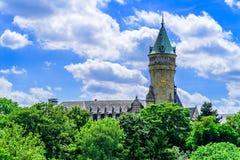 La vista di Spuerkees, cassa di risparmio dello stato acquartiera a Lussemburgo Fotografie Stock
