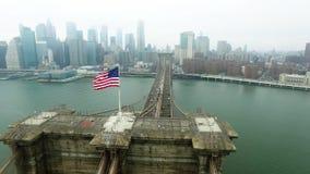 La vista distante dell'isola di Manhattan ha sparato sulla macchina fotografica dell'elicottero video d archivio