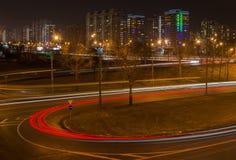La vista externa de Moscú en la noche del distrito occidental y fotos de archivo