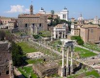 La vista a forum romano a Roma immagini stock libere da diritti