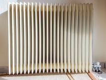 La vista frontale del radiatore del radiatore ruba il ferro fotografia stock libera da diritti
