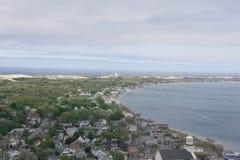 La vista il lato di Provincetown, mA della baia, dalla cima del monumento del pellegrino fotografia stock libera da diritti