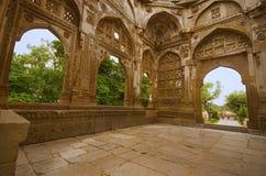 La vista interna de una bóveda grande en Jami Masjid Mosque, la UNESCO protegió el parque arqueológico de Champaner - de Pavagadh Foto de archivo