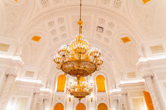 La vista interna del corridoio di Georgievsky nel grande palazzo di Cremlino a Mosca immagini stock