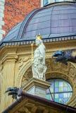 La vista lateral de la estatua del ` s del rey con los tubos de drenaje, adornada por el dragón dirige Fotos de archivo