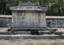 La vista lateral del emperador entierra en complejo del Tu Duc Royal Tomb 4 millas de la tonalidad, Vietnam foto de archivo libre de regalías