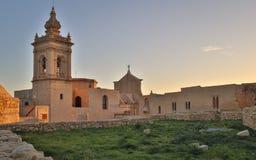 La vista lateral hermosa sobre la capilla de viejo, histórico San José dentro de la ciudadela de Victoria rodeó por las ruinas an fotos de archivo libres de regalías