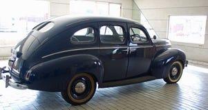La vista laterale del blu ha colorato l'automobile di Mercury dal 1940 fotografia stock