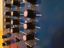 La vista laterale di tornitura nera compone su un altoparlante alta tecnologia Immagini Stock Libere da Diritti