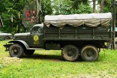 La vista laterale storica del camion di esercito 6x6 del Soviet ZIL 157 Fotografia Stock
