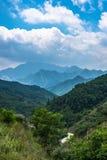 La vista lejana del monte Tai en tiempo de verano, con su pico fue rodeada por la nube 9 fotografía de archivo libre de regalías