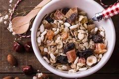 La vista macra del cuenco de gluten sano libera muesli Fotos de archivo libres de regalías