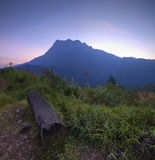 La vista majestuosa del Monte Kinabalu fotos de archivo