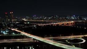 La vista nocturna de Seúl Opinión de top de la autopista del lapso de tiempo metrajes