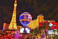 La vista nocturna del hotel y del casino de Par?s Las Vegas imagenes de archivo