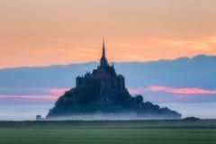 La vista panorámica de la isla de marea famosa del Le Mont Saint-Michel en sea Fotografía de archivo libre de regalías