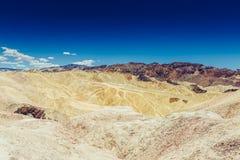 La vista panorámica de los badlands de la lutolita y del claystone en Zabriskie señala Parque nacional de Death Valley, Californi Imagen de archivo libre de regalías