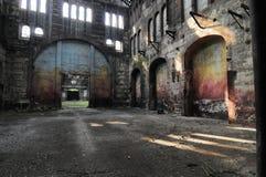 La vista panorámica del sitio vacío de la planta industrial localiza hoy en día para las reuniones y las exposiciones OGR fotografía de archivo
