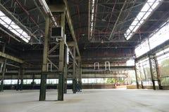 La vista panorámica del sitio vacío de la planta industrial localiza hoy en día para las reuniones y las exposiciones OGR imagen de archivo