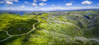 La vista panoramica aerea del supporto McKay e Rocky Valley innaffia lo stoccaggio Alpi australiane, Victoria, Australia Fotografie Stock Libere da Diritti