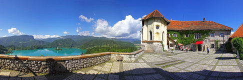 La vista panoramica del castello Bled sopra il lago ha sanguinato, la Slovenia Fotografia Stock