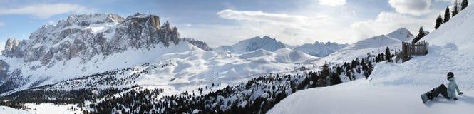 La vista panoramica del passaggio di Sella e Sella raggruppano le montagne Alpi Sella Ronda della dolomia L'Italia Immagine Stock