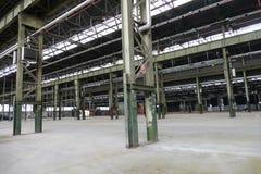 La vista panoramica del sito di impianto industriale vuoto al giorno d'oggi colloca per le riunioni e le esposizioni OGR immagine stock libera da diritti