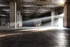 La vista panoramica del sito di impianto industriale vuoto al giorno d'oggi colloca per le riunioni e le esposizioni OGR immagini stock libere da diritti