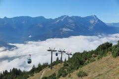 La vista panoramica della montagna magnifica Zugspitze dalla cima del supporto Wank in Garmisch Partenkirchen Immagine Stock