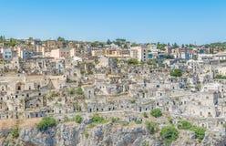 la vista panoramica delle pietre tipiche alloggia Sassi di Matera della capitale europea dell'Unesco di Matera di cultura 2019 Fotografia Stock Libera da Diritti