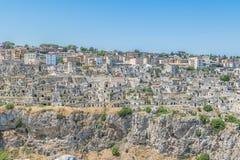 la vista panoramica delle pietre tipiche alloggia Sassi di Matera della capitale europea dell'Unesco di Matera di cultura 2019 Fotografia Stock