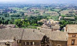 La vista panoramica di bei campi italiani tipici abbellisce Immagini Stock Libere da Diritti