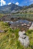 La vista panoramica stupefacente dei laghi Musalenski e Musala alzano, montagna di Rila Immagini Stock