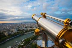 La vista a Parigi e Seine da Effeil torreggiano su Fotografia Stock Libera da Diritti