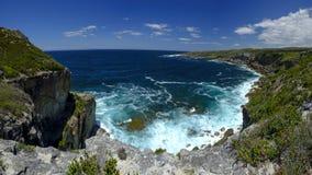 La vista a seaward de St George Light House en Jervis Bay National Park, NSW, Australia del cabo foto de archivo libre de regalías