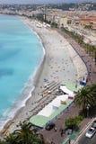 La vista sopra il Mediterraneo e radrizza il mercato di Cours Saleya, Nizza Immagine Stock Libera da Diritti