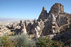 La vista sopra la valle con la caverna alloggia, in Cappadocia, la Turchia Fotografia Stock