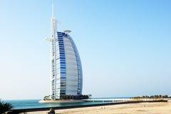 La vista su un primo albergo di lusso Burj Al Arab delle sette stelle del mondo  Fotografia Stock