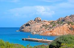 La vista sul mare con le rocce del granito Immagine Stock