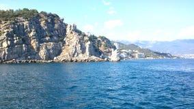 La vista sulle rocce allo gnezdo di lastochkino Immagini Stock Libere da Diritti