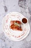 La vista superior de la barbacoa americana de la comida provee de costillas el filete con la salsa de tomate de la salsa de pimie Imágenes de archivo libres de regalías
