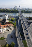 La vista superior de la mayoría del puente de SNP en Bratislava Imágenes de archivo libres de regalías