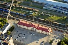 La vista superior del ferrocarril y la estación ajustan Imágenes de archivo libres de regalías